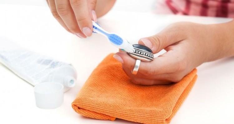 Как почистить бижутерию в домашних условиях